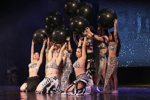 Ngắm đường cong quyến rũ của các vũ công bellydance - 2