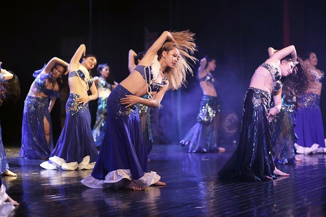 Ngắm đường cong quyến rũ của các vũ công bellydance - 12