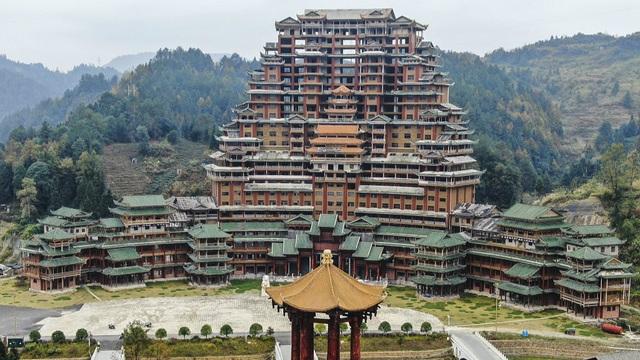 Huyện nghèo Trung Quốc nợ hàng tỷ USD vì các dự án khủng xây mãi không xong - 1
