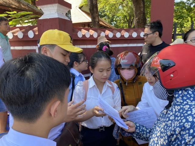 """Thi lớp 10 tại Thừa Thiên Huế: Đề Ngoại ngữ ít đánh đố, dễ """"ăn"""" điểm - 4"""