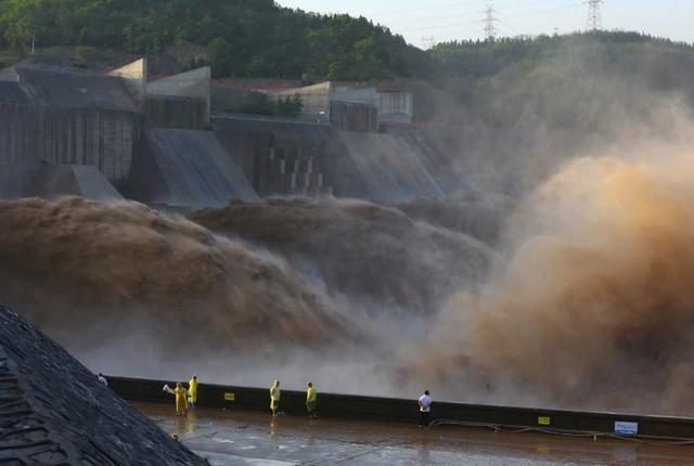 Vì sao Trung Quốc hứng chịu thảm họa lũ lụt nghiêm trọng trong năm nay? - 1