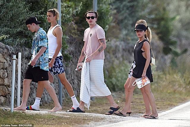 Gia đình Beckham đi nghỉ mát ở Italia - 8