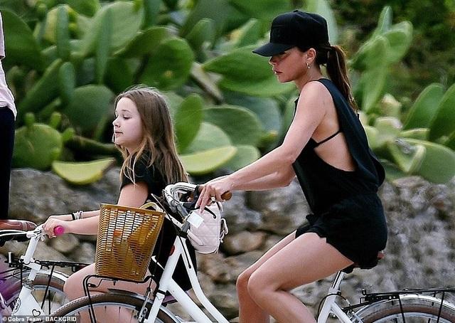 Gia đình Beckham đi nghỉ mát ở Italia - 1