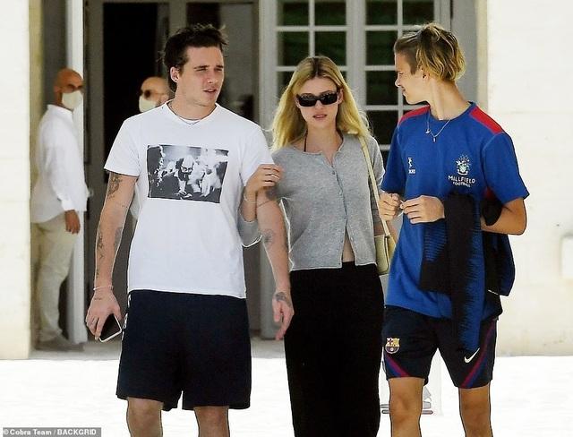Gia đình Beckham đi nghỉ mát ở Italia - 2