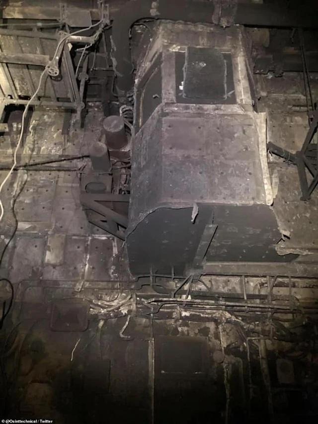 Chiến hạm tỷ USD Mỹ cháy biến dạng sau hơn 4 ngày hỏa hoạn - 8