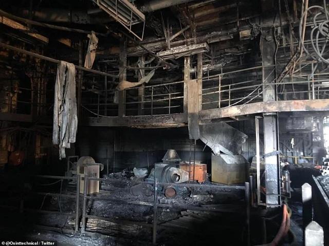 Chiến hạm tỷ USD Mỹ cháy biến dạng sau hơn 4 ngày hỏa hoạn - 3