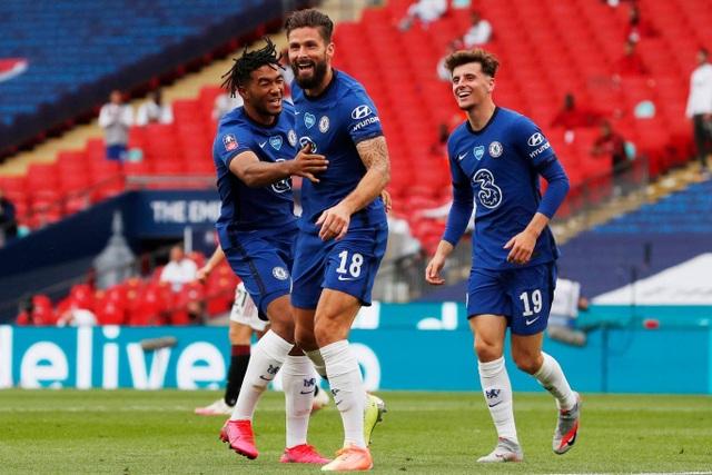 Man Utd 1-3 Chelsea: De Gea, Maguire liên tiếp mắc sai lầm - 8