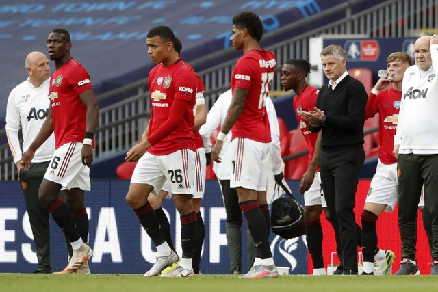 Man Utd 1-3 Chelsea: De Gea, Maguire liên tiếp mắc sai lầm - 1