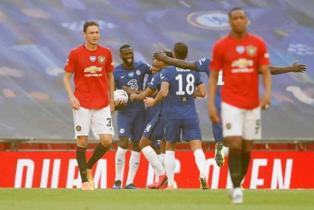 Man Utd 1-3 Chelsea: De Gea, Maguire liên tiếp mắc sai lầm - 4