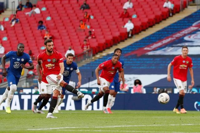 Man Utd 1-3 Chelsea: De Gea, Maguire liên tiếp mắc sai lầm - 3