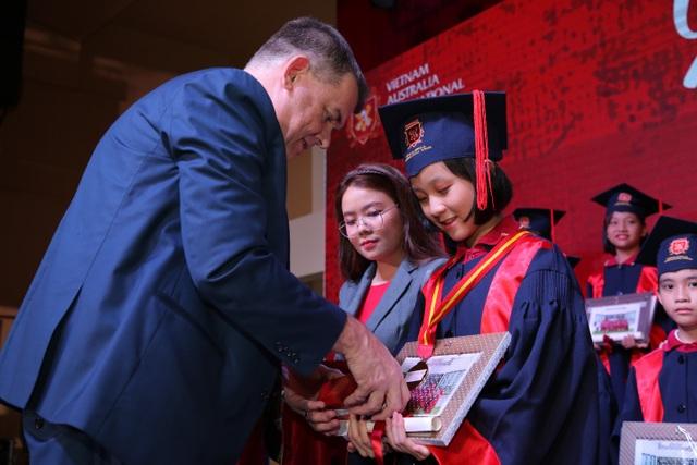 14 học sinh nhận học bổng du học tại Anh, Mỹ, Hà Lan và Hàn Quốc - 2