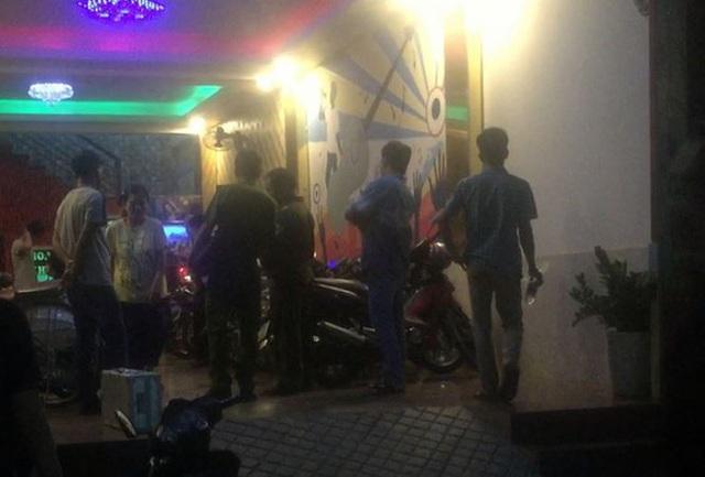 Đòi tiền bo cho tiếp viên, quản lý quán karaoke bị khách đánh tử vong - 1