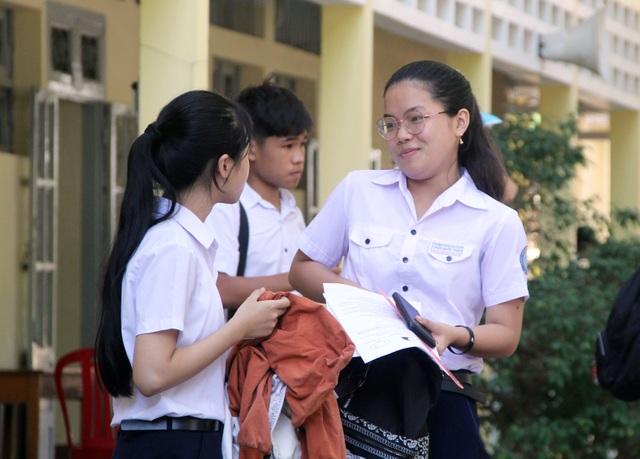 Phú Yên: Đề Toán thi vào lớp 10 khó, thí sinh buồn bã rời phòng thi - 3