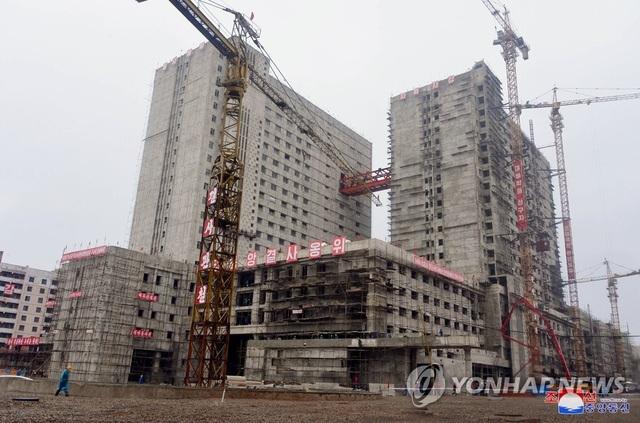 """""""Giải mã"""" cơn giận dữ của ông Kim Jong-un khi thị sát công trình bệnh viện - 2"""