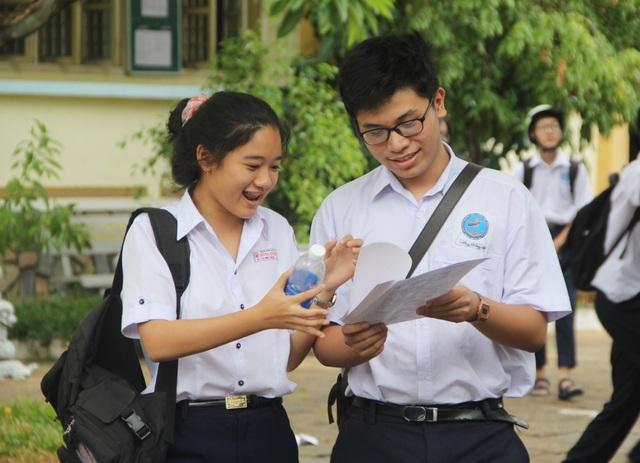 """Phú Yên: Đề thi môn tiếng Anh dễ, thí sinh như """"cứu được bàn thua"""" - 1"""