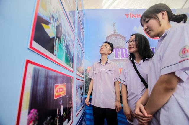 Hàng trăm bức ảnh triển lãm về biển, đảo Việt Nam tại TP Thanh Hoá - 3