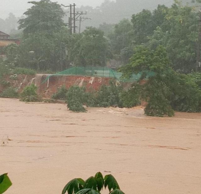 Hình ảnh lũ lụt hãi hùng, ô tô trôi bồng bềnh ở Hà Giang - 7