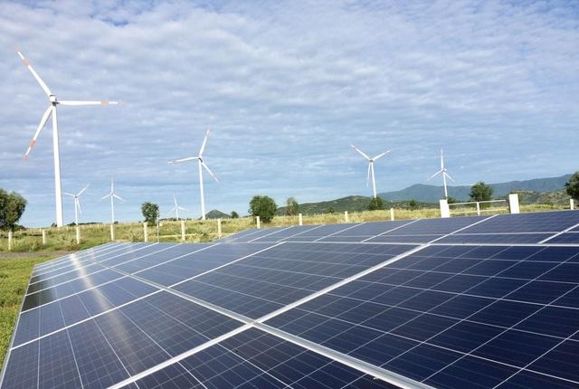 EVN tăng cường hỗ trợ các nhà máy điện mặt trời phát điện vận hành thương mại - 1