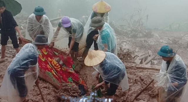 Hình ảnh lũ lụt hãi hùng, ô tô trôi bồng bềnh ở Hà Giang - 9