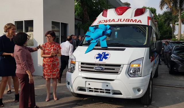 Hiệp hội Thương mại Mỹ tặng Trung tâm Cấp cứu 115 xe cứu thương - 1