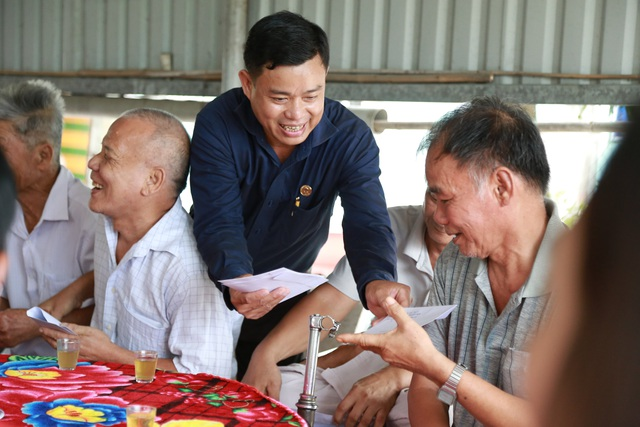 Lãnh đạo tỉnh Long An thăm, tặng quà người có công với cách mạng - 7