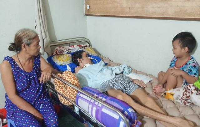 Cha nằm liệt, mẹ nằm viện, thương 3 con nhỏ về tá túc ông nội nghèo khó - 1
