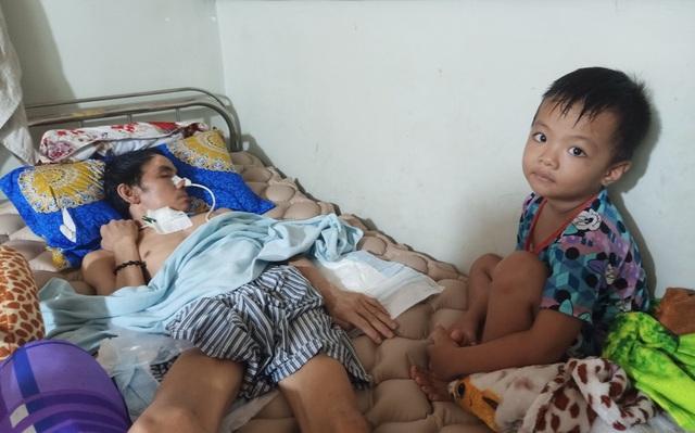 Cha nằm liệt, mẹ nằm viện, thương 3 con nhỏ về tá túc ông nội nghèo khó - 5