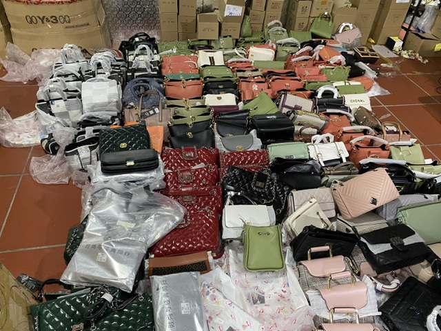 Dân buôn hàng Trung Quốc đồng loạt bỏ việc vì gặp khó - 3