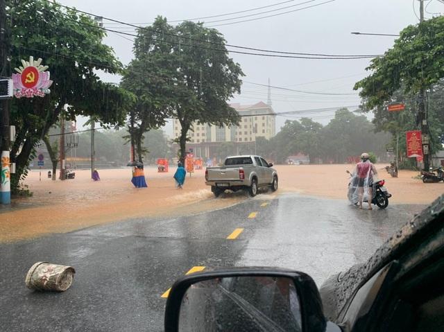 Mưa lớn nước ngập ngang người, TP Hà Giang thiệt hại nặng nề - 5