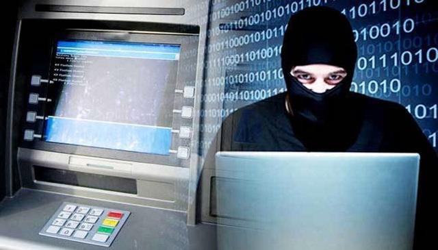 Kẻ lắp hộp đen khiến ATM nhả cả khay tiền rồi chiếm hết - 1