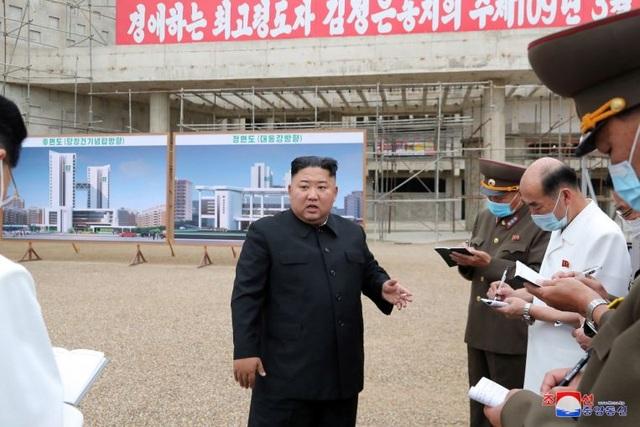 """""""Giải mã"""" cơn giận dữ của ông Kim Jong-un khi thị sát công trình bệnh viện - 1"""