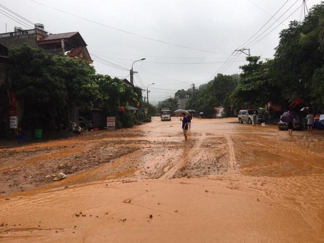 Mưa lớn nước ngập ngang người, TP Hà Giang thiệt hại nặng nề - 6