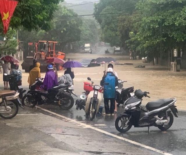 Hình ảnh lũ lụt hãi hùng, ô tô trôi bồng bềnh ở Hà Giang - 3