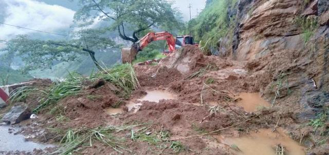 Hình ảnh lũ lụt hãi hùng, ô tô trôi bồng bềnh ở Hà Giang - 11