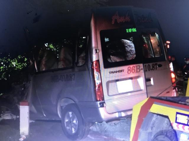"""Hiện trường vụ xe khách """"đấu đầu"""" xe tải khiến 8 người chết ở Bình Thuận - 9"""