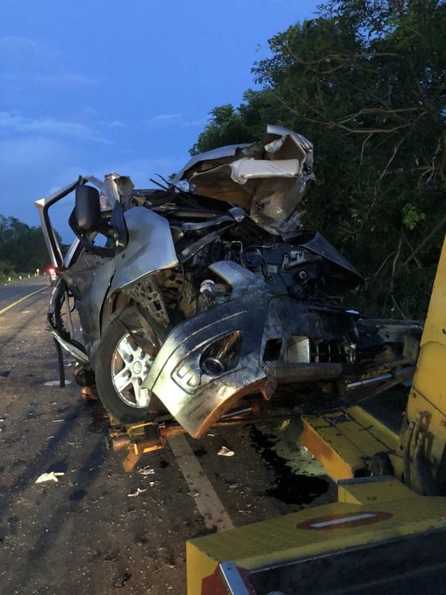 """Hiện trường vụ xe khách """"đấu đầu"""" xe tải khiến 8 người chết ở Bình Thuận - 12"""