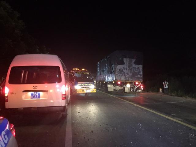 """Hiện trường vụ xe khách """"đấu đầu"""" xe tải khiến 8 người chết ở Bình Thuận - 10"""
