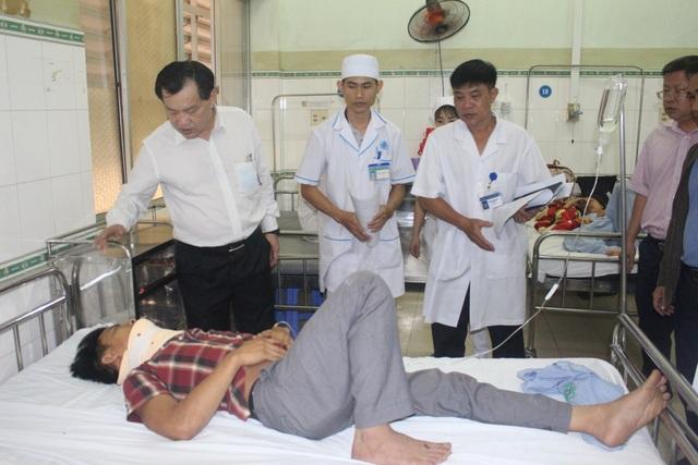 """Hiện trường vụ xe khách """"đấu đầu"""" xe tải khiến 8 người chết ở Bình Thuận - 13"""