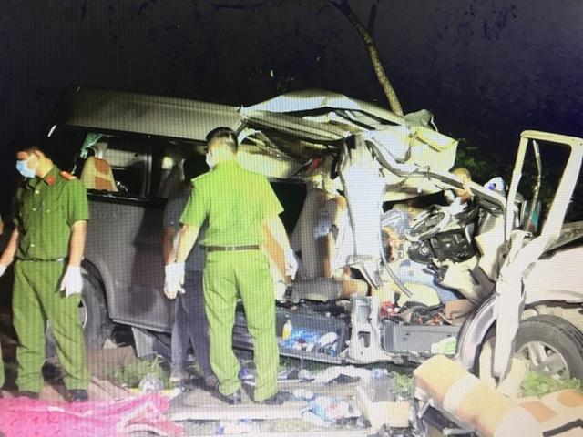 """Hiện trường vụ xe khách """"đấu đầu"""" xe tải khiến 8 người chết ở Bình Thuận - 5"""