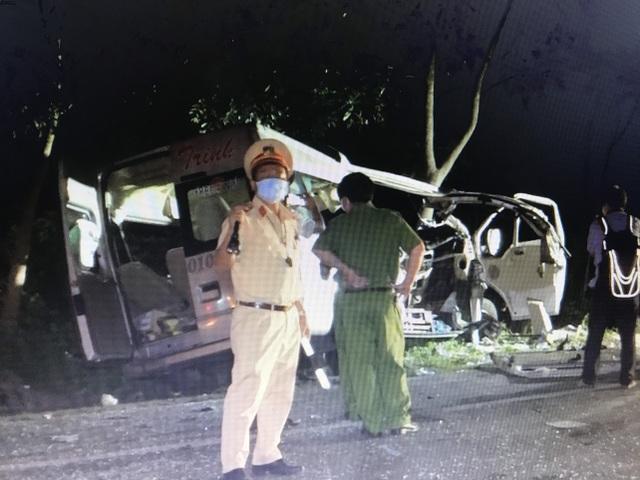 """Hiện trường vụ xe khách """"đấu đầu"""" xe tải khiến 8 người chết ở Bình Thuận - 6"""