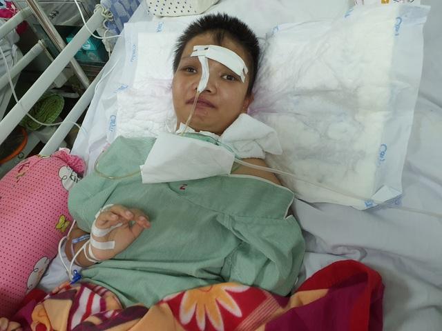 Cô gái trẻ nằm bất tỉnh 1 tháng vì tai nạn được bạn đọc giúp đỡ đã tỉnh lại - 1
