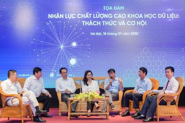 """Các khách mời trao đổi tại buổi Tọa đàm: """"Nhân lực chất lượng cao Khoa học dữ liệu: Thách thức và cơ hội"""