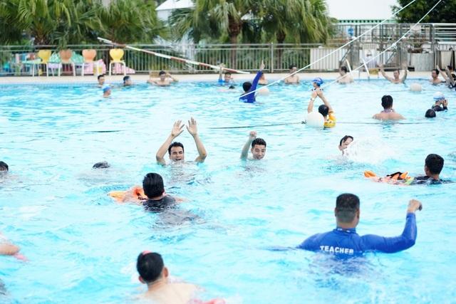 100 giáo viên thể chất tham gia tập huấn phòng chống đuối nước trẻ em - 1