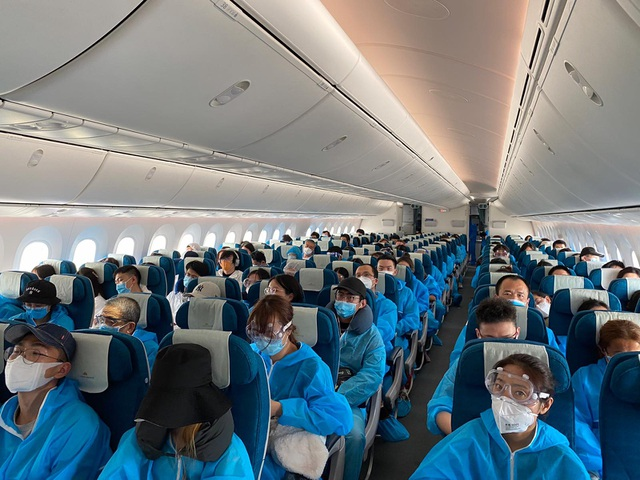 Khách Trung Quốc tại Anh chi nửa triệu USD thuê máy bay Việt Nam về nước - 3