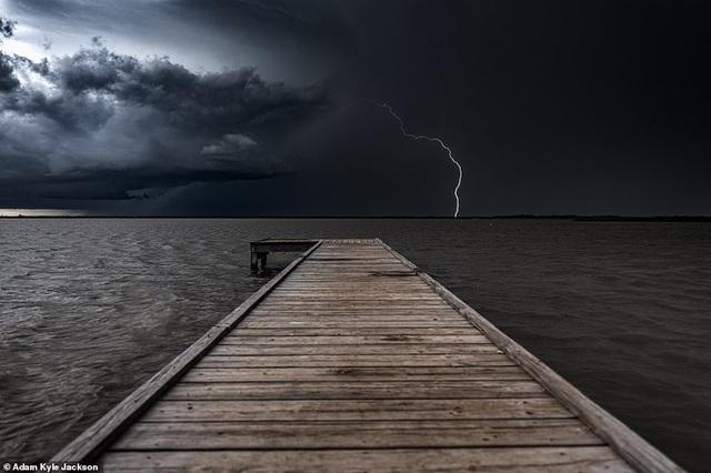 """""""Người săn bão"""" và bộ ảnh về những cơn bão khủng khiếp trên nước Mỹ - 4"""