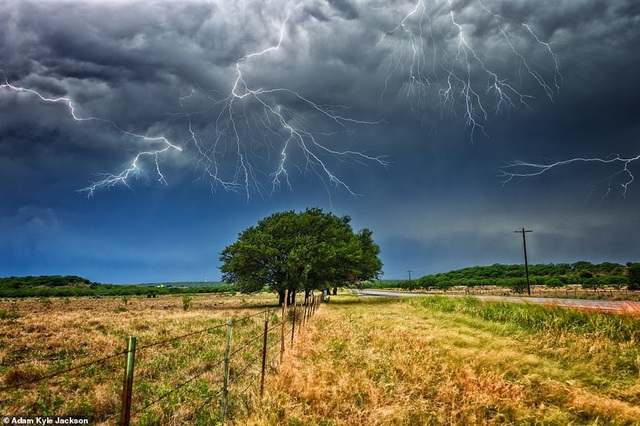 """""""Người săn bão"""" và bộ ảnh về những cơn bão khủng khiếp trên nước Mỹ - 5"""