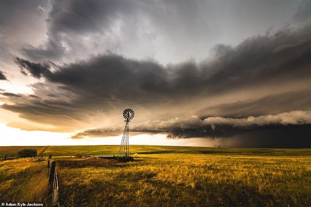 """""""Người săn bão"""" và bộ ảnh về những cơn bão khủng khiếp trên nước Mỹ - 6"""