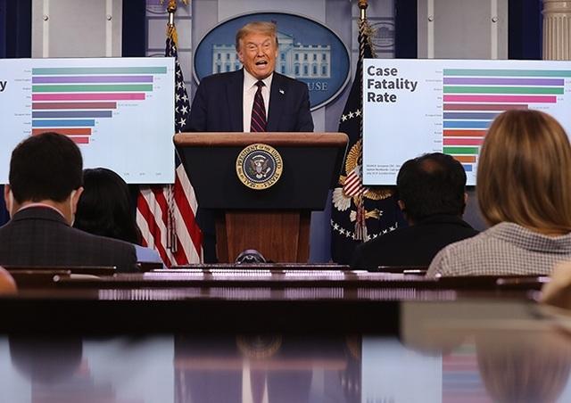 Mỹ có 4 triệu ca mắc Covid-19, ông Trump khuyên người dân đeo khẩu trang - 1