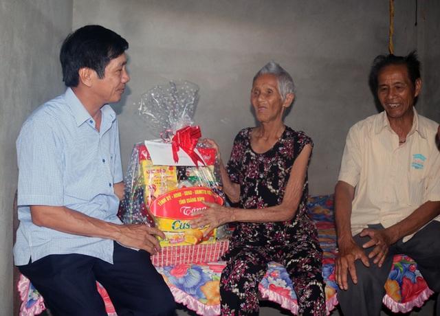 Thăm và tặng quà Bà mẹ Việt Nam anh hùng, thương binh và thân nhân liệt sỹ - 2