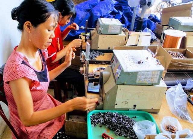 Mô hình gia công linh kiện điện tử giúp nhiều phụ nữ nông thôn thoát nghèo - 3